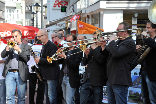 Swing mit der Jay-Dee-Brass-Band (Foto der SPD-Aktion im Mai 2011 in Buer)